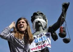 """G20: """"Benvenuti all'inferno"""", polizia tedesca si prepara a scontri violenti"""