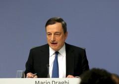 Euro sotto la parità sul dollaro