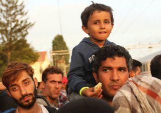 Corsi di italiano, casa e cure mediche: il piano di Minniti per i rifugiati