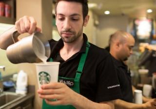 Starbucks: vendite frenano, in chiusura 150 caffetterie. Titolo in affanno