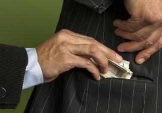 Politica in vetrina: lotta alla burocrazia per combattere la corruzione