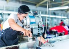 Produzione industriale: dati smentiscono il governo Renzi