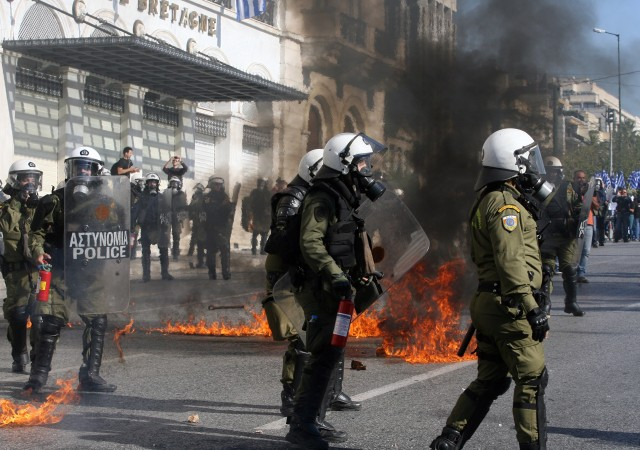 (151112) -- ATHENS, Nov. 12, 2015 (Xinhua) -- Greek riot police clash with protesters in central Athens, Greece, Nov. 12, 2015. Greece was hit on Thursday by a 24-hour nationwide general strike called by trade unions protesting the new round of austerity measures imposed to redress a six-year debt crisis. (Xinhua/Marios Lolos) - Infophoto