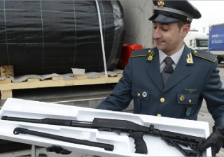 ISIS, Italia confisca 800 armi da guerra dirette in Belgio
