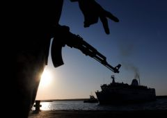 Tensioni Italia-Libia su navi da guerra. Profanato cimitero italiano Tripoli