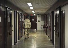 """Terrorismo: polemica su """"Guantanamo francese per jihadisti"""""""