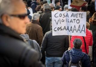 Crac banche: rimborsi fermi, risparmiatori protestano