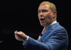 "Gundlach: ""S&P 500 in rosso, puntare sulle commodity"""