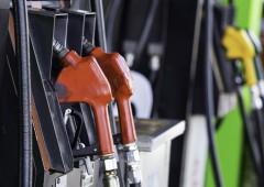 Boom Iva e accise. Petrolio giù, ma in Italia la benzina sale