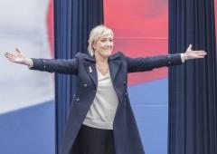 """Le Pen più pericolosa di Trump. Valls: """"rischio guerra civile"""""""