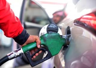 Petrolio ai minimi di 11 anni: deflazione