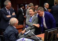 Servono soldi per rifugiati: verso tassa Ue sulla benzina