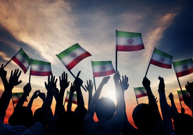 Iran, bandiere sventolate con orgoglio