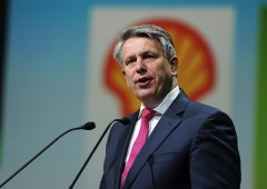 Crollo petrolio ha mangiato 80% di utili Shell