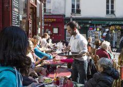 Francia, il ristorante che accetta i cani e non i banchieri