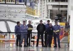 Maserati, operai in cassa integrazione. Promesse tradite di Renzi e Marchionne