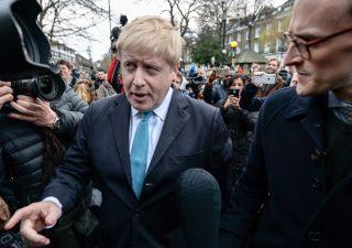 Brexit, Johnson cestina piano May: