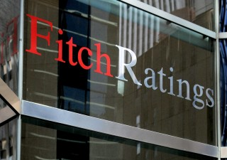 Fitch grazia l'Italia: rating a due passi da junk, esclusa manovra bis