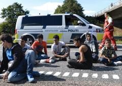 """Rifugiati, Norvegia schiera l'esercito: """"Svezia rischia il collasso"""""""