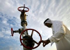 Tagli spesa e tasse: crollo petrolio schianta Medioriente