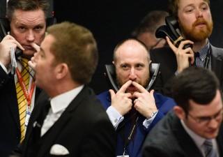 Borse in calo, occhio a curva rendimenti. Petrolio sotto $45