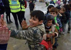 """Migranti, Alfano: """"sì all'uso della forza per prendere le impronte"""""""