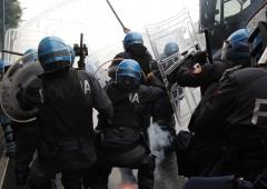 Corteo anti Renzi, scoppia guerriglia a Napoli