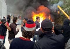 Crisi rifugiati e debito, Grecia brucia