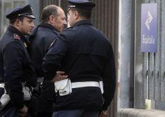 Bomba davanti sede Equitalia a Napoli: chi c'è dietro?