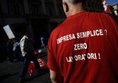 Azienda licenzia poi offre contratti da autonomi a 200 euro al mese