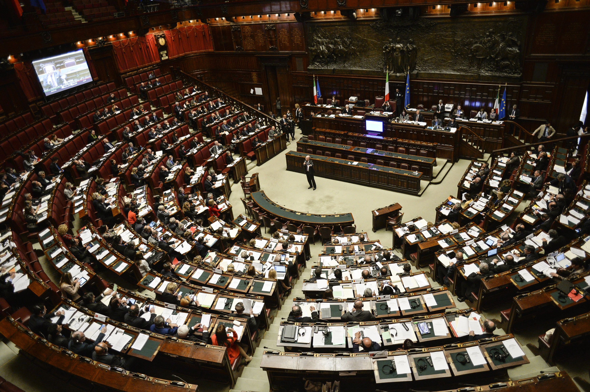 Chi sono i politici pi fannulloni d 39 italia wall street for Parlamentari italiani numero