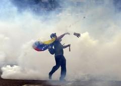 """Venezuela nel caos, Maduro: """"il popolo occupi le fabbriche"""""""