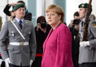 Popolarità Merkel sprofonda dopo attentati in Baviera