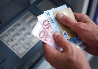 Carte e bancomat: governo studia azzeramento costi per transazioni sotto 30 euro