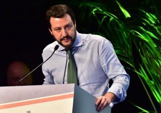 Salvini cede alle pressioni degli industriali: