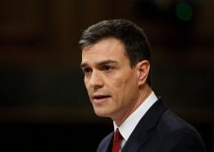 Spagna: si pulisce mani dopo aver toccato immigrati, scandalo su Pedro Sanchez