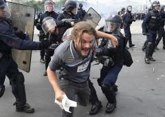 """Francia, capo servizi segreti: """"Siamo sull'orlo di una guerra civile"""""""