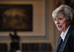 Theresa May prende tempo: Brexit nel 2019