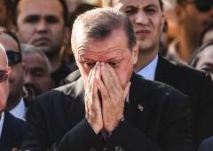 Wikileaks pubblica 300mila email di Erdogan. Turchia blocca accesso