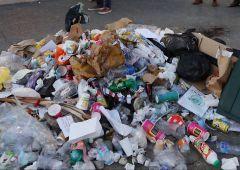 Nizza: sassi e spazzatura per il killer. Identificate vittime italiane