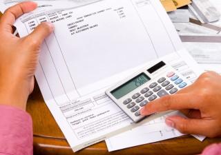 Mutui e bollette: montagna di debiti da 82 miliardi, un record