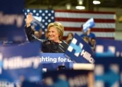 Star democratiche cercano di rilanciare Clinton, travolta da polemiche e fischi