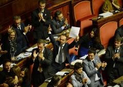 """Rissa alla Camera, M5S: """"dimezzare stipendi parlamentari"""""""