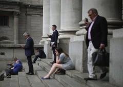 Borsa Milano in rosso, banche cadono dopo stress test farsa
