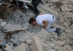 """Terremoto devasta centro Italia: cresce bilancio vittime. """"Amatrice non esiste più"""""""