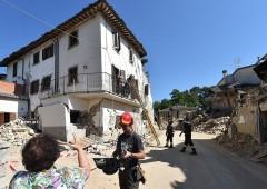 Terremoto, il conto corrente dello sciacallo e alert Fiorello su donazioni