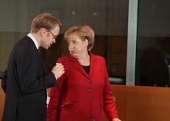 "Merkel: ""euro troppo debole, colpa della Bce"""