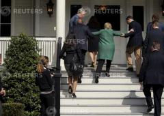 Clinton malata? Le foto che scatenano sostenitori Trump