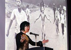 Facebook e abuso potere. Oscura bambina vietnamita sotto napalm: è nuda