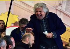 """Grillo su Raggi: """"E' pazza"""". PD: """"A Roma comanda lui"""""""